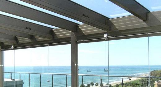 Domos de vidrio y aluminio para fachadas modernas for Fachadas de almacenes modernos